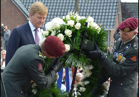 foto-kranslegging-Willem-Alexander